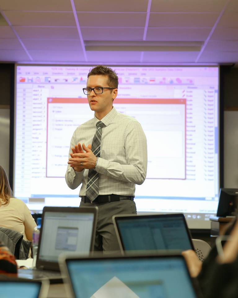 UND Professor teaching students